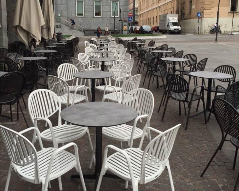 Fornitura di sedie e tavoli per gelateria a monza galimberti sedie