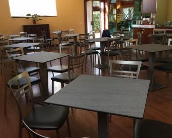 Tavoli Da Esterno Per Pub : Fornitura di sedie e tavoli da esterno per bar a como